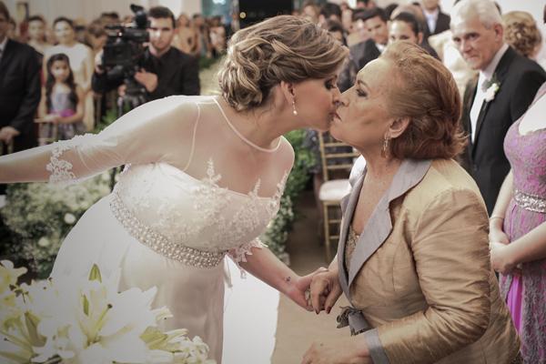 """E o carinho de Marcelle com a avó materna, D. Lucinda Gonçalves. Mais conhecida como """"D. Lulu"""". A avó, aliás, deu um susto em todos ao ter uma pequena indisposição durante a festa. Tudo por conta de ver a neta casando."""