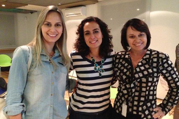A nutricionista Carol Morais entre Marina e Dra. Hosana Reis.