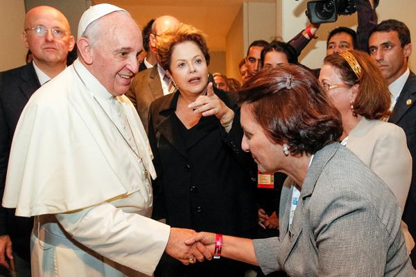 Denise Vieira acompanhou o esposo no encontro com o Pontífice. (Fotos; assessoria).