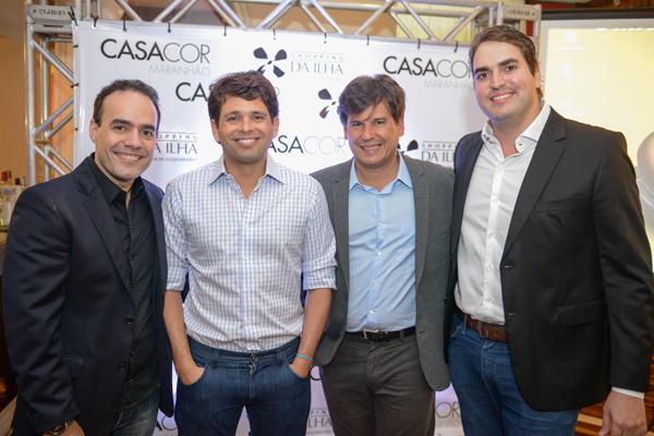 Adalberto Teobaldo e Henrique Almeida, da Casa Cor MA, na moldura para Leonardo Sá Cavalcante e Carlos Franqueira, um dos donos e o superintendente do Shopping da Ilha, respectivamente. (Foto: Assessoria).