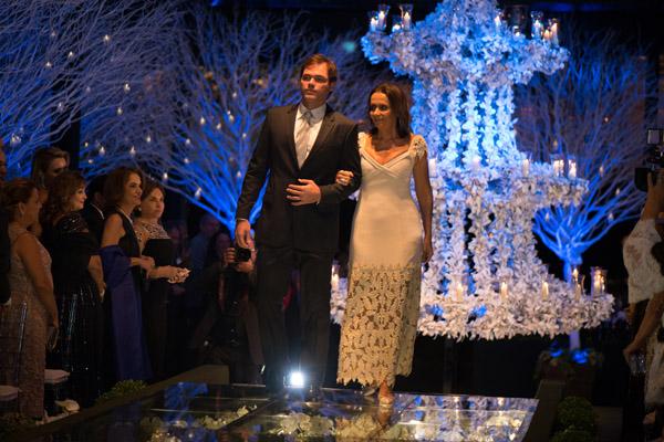 O cortejo prossegue com Fernando Nogueira Santos e Tereza Murad Sarney.