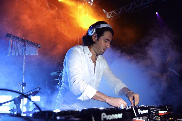 DJ Mario Fischetti, em apresentação em SLZ (Foto: Paulo Soares).