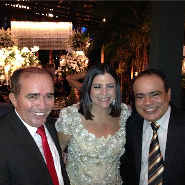 A governadora Roseana Sarney entre Nacor Holanda e Nedilson Machado, produtor da festa e anfitrião de sexta, respectivamente, em recente badalação (Foto: Instagram).