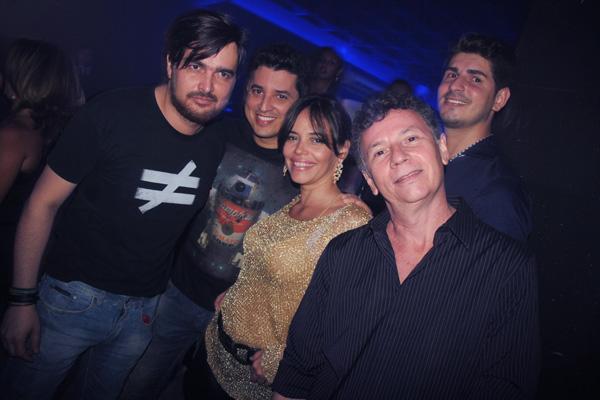 Turma animada: Alex Palhano, Macau. Cecília Leite, Nelson Piquet e Wandson Fialho.
