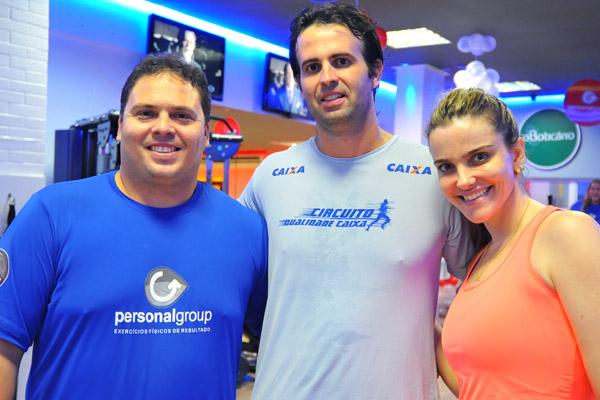 O personal Gino Longhi com o casal Gabriel Maranhão e Roberta Padovan.