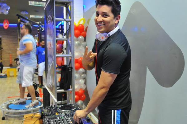 DJ Macau, que é aluno e também apresentou um set durante o aniversário da academia.