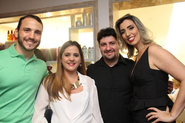 Bruno Mendonça, Manuela e Fernando Duailibe com Daniela Helluy Mendonça.