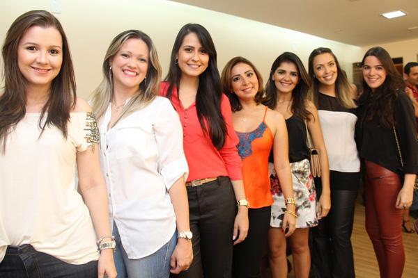 Time de charme: Lorena Abdalla, Juliana Camarão Almeida, Rakel Dourado, Carol Gama, Elidânia Coimbra, Isabela Andrade e Patrícia Regadas.