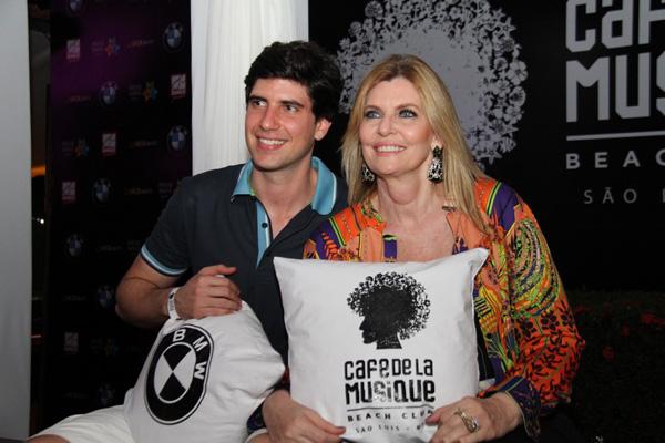 Rodrigo e a mãe, Cíntia Klamt Motta