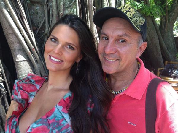 A sempre musa Daniella Sarahyba posa com Edilson Ferreira, durante intervalo de sessão de fotos no Rio (Foto: Arquivo Pessoal)
