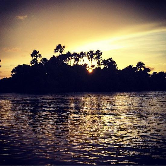 Pôr do sol no Rio Preguiças, em Barreirinhas, pelo olhar deste blogueiro (Istagram: oton_lima)