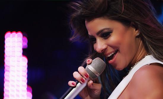 """Fabrícia na gravação do Lyric Video de """"Sabe de nada, inocente"""" (Foto: Divulgação)"""