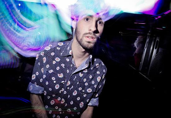 DJ Spencer Q, que acompanha a banda Uó (Divulgação)