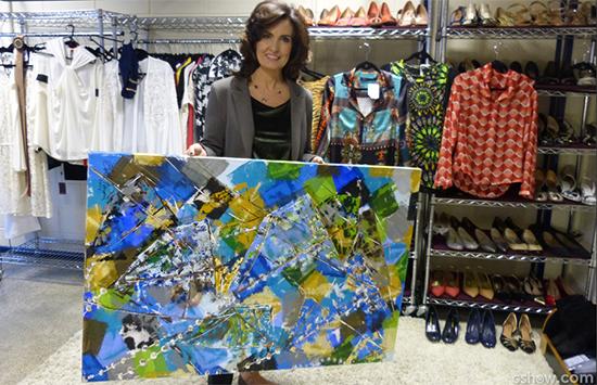 Fátima Bernardes exibe a tela de Betto Pereira que recebeu de presente do artista maranhense (Foto: galeria do programa Encontro / Site gshow.com)