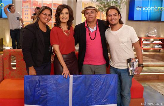 Fátima Bernardes e Betto Pereira entre a equipe de produção dele, a esposa Rose Carvalho e Thiago Paiva. (Foto: gshow.com)