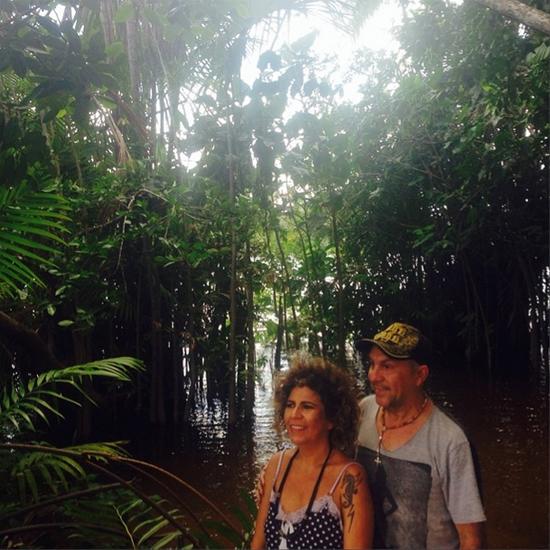 """Rita Beneditto e Edilson Ferreira no set das fotos para o encarte do CD """"Encanto"""", em Barreirinhas. (Foto: Instagram)"""