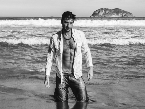 Sérgio Marone em recente ensaio. O ator será uma das atrações do SLZ Fashion Pop Up (Foto: Jefferson Souza)