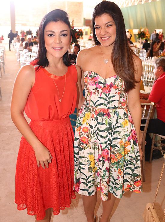 As concunhadas Marta e Rossana Carvalho também fizeram as vezes de anfitriãs na festa que celebrou a confirmação da inauguração do novo empreendimento do grupo Canopus, comandado pela família de seus esposos. As duas, aliás, esbanjaram elegância clássica na ocasião (Foto: Assessoria).