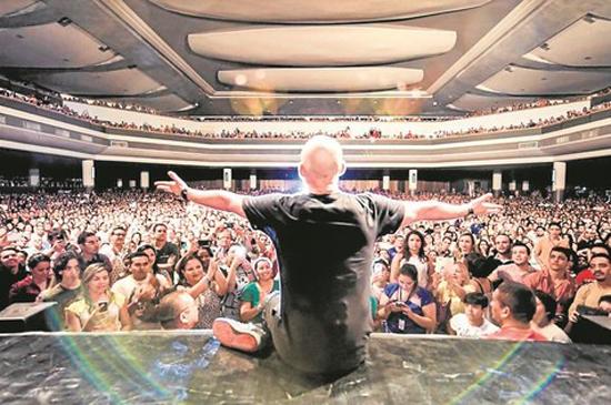 Paulo Gustavo após a apresentação de Hiperativo, para casa lotada em Fortaleza - CE (Foto/Reprodução: Dado Marietti / jornal O Globo)