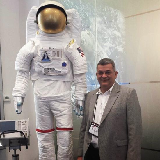 Dr. Luiz Alfredo Netto Guterres Soares Junior, em recente viagem aos EUA, quando visitou importante fábrica de materiais cirúrgicos, robótica e produtos espaciais (Foto: Acervo familiar).