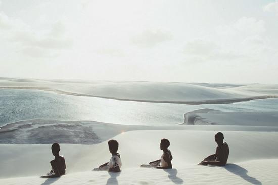 As fotos foram feitas em Lençóis Maranhenses, com Mariane Calazan, Monique Hele, Natiele Alves e Maurício Trindade.