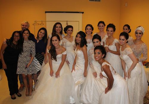 O grupo de belas jovens da sociedade que desfilaram para Dani Messih, com jóias de Lorena Rabelo (leia-se Lure) e maquiagem de Círio Sens.