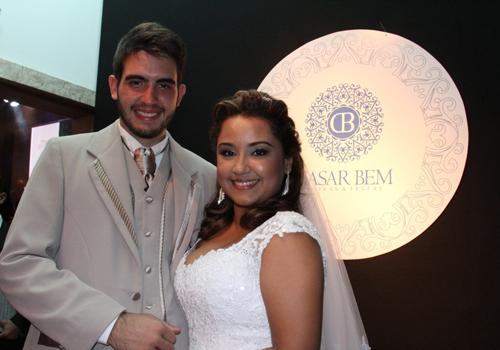 Anna Camila e Thiago Passos, casal vencedor da promoção do Grupo Mirante que realizou um casamento civil dentro do Casar Bem (Foto: Marcla Simplício)