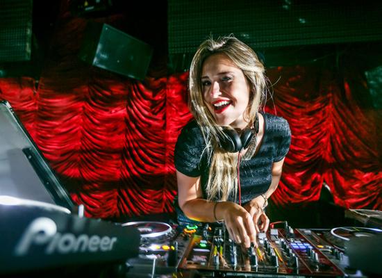 DJ Carol Legally, de volta à Ilha nesta sexta, 22/05 (Foto/Reprodução: Marcos Samerson)