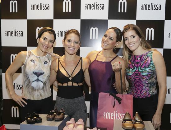 Betina Dantas, novamente, entre as irmãs Lara Soares, Ticiana Alencar e Lia Soares - conhecidas pela dedicação que nutrem à atividade física.