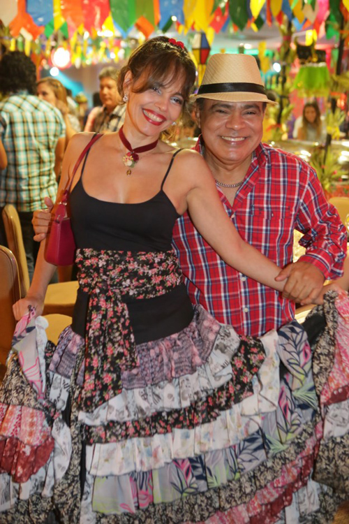 Cecília Leite e Nedilson Machado, relembrando uma das edições do Forró da Moçada (foto/Reprodução: Marco Salles)