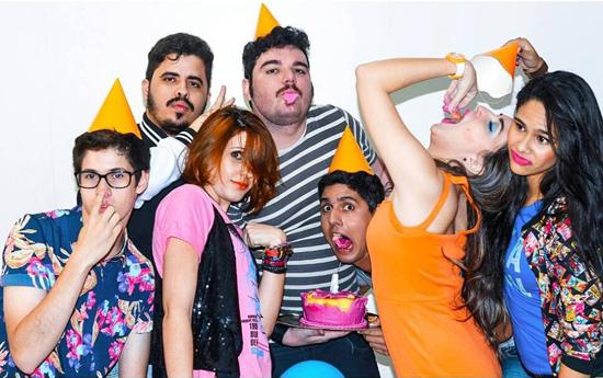 """Ao centro, o quarteto responsável pelo """"barulho bom"""" da Shock Me: Ca Sodré, Carol Vieira, Rivandré Basileu e Vinícius Fereira. (Foto/Reprodução: Facebook)"""