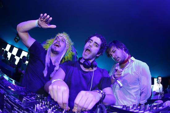 """Guga Guizelini, Pedro Almeida e Dudu Linhares, do trio Make U Sweat, vai embalar """"o mar de branco"""" da LBW (Foto/Reprodução: Paulo Cavera)"""