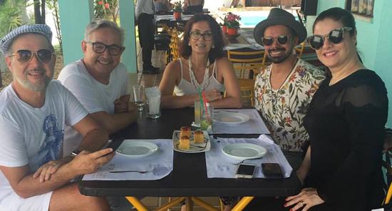 Victor Dezenk, os proprietários do Armazém do Chef: Melquiades Dantas e Maristela Franco, Cléo Pacheco e Bruna Maciel (Foto/Reprodução: Instagram)
