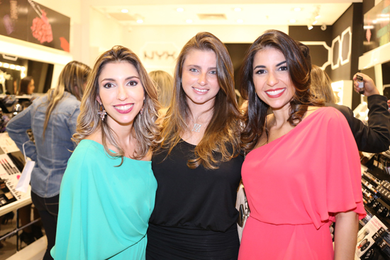 As empresárias Gianna e Laura Mohana (na foto, com a arquiteta Isabela Murad ) movimentam mercada de maquiagem de São Luís (Foto: Marcus Studio)