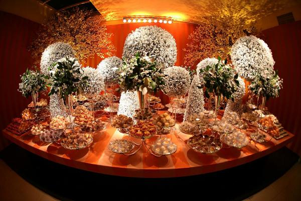 Encanto á parte: a mesa de doces (Foto: Marcus Studio)