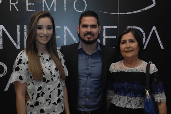 Andréa Caracas, Daniel Caracas (Grupo Phocus) e Fátima Caracas. Ele foi o grande vencedor da noite, com o prêmio Profissional do Ano (Divulgação)