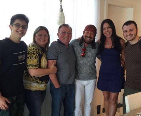 Kevin, Ketery, Carlos Humberto e Carlinhos Carvalho entre Bell e Aninha Marques (Foto/Reprodução: Instagram)