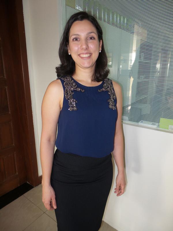 A oncologista Rachel Cossetti, às voltas com a programação do Março Lilás (Foto/Reprodução: Marcela Simplício)