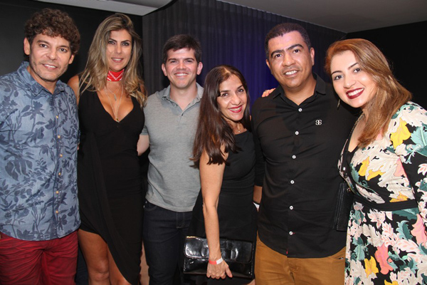 Paulo Fonseca (que ganhou homenagem de um grupo de amigos pelo seu aniversário, comemorado naquela ocasião), Virna Fecury Zenni, eu, blogueiro, Kézya Saldanha, Halan Freitas e Maria de Carneiro