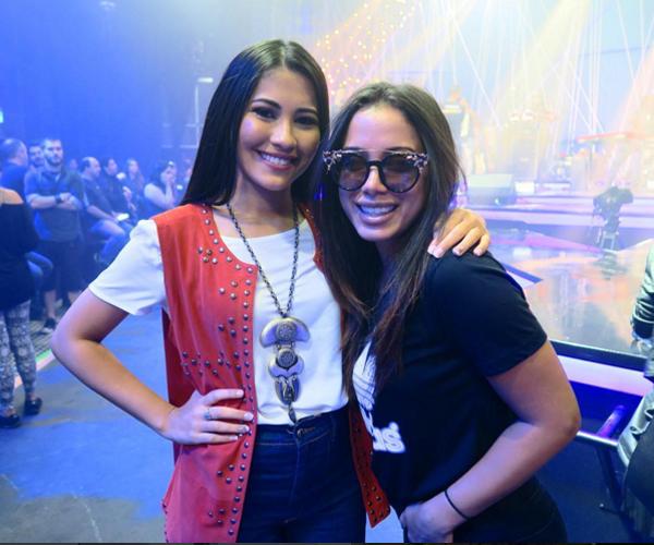 Thaynara OG encontra Anitta nos bastidores do Multishow (Foto/reprodução: Instagram)