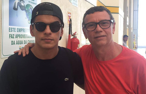 DJ Lukas Ruiz com Nelson Piquet, quando da passagem do projeto Vintage Culture por São Luís no último dia 17 (Foto/Reprodução: Facebook)