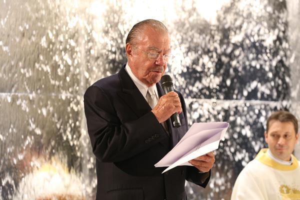 O ex-presidente José Sarney durante leitura de trecho da bíblia na cerimônia de casamento da neta caçula