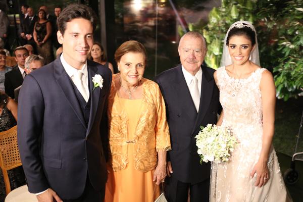 Os noivos na moldura para D. Marly e o presidente Sarney