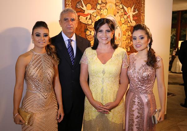 Tios da noiva, Jorge Murad e a ex-governadora Roseana, com a filha Rafaela e a neta, Fernanda.