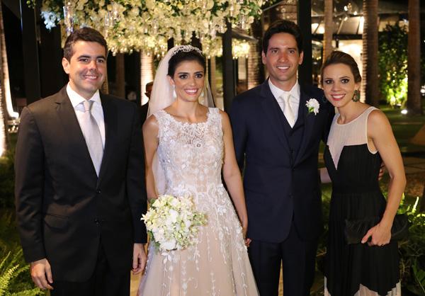 Os noivos com o dep. Estadual Adriano Sarney e Maria Fernanda