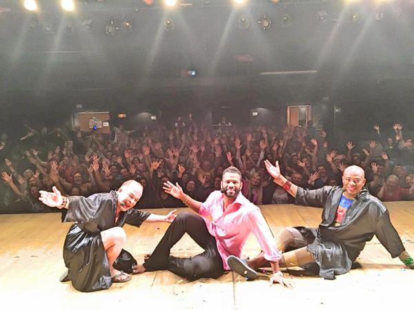 Cesar Boaes, Charles Jr. e  Adeilson Santos, após apresentação da peça Pão Com Ovo no Teatro Clara Nunes (Foto/Reprodução: Facebook)