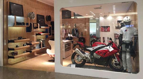 Fachada da loja temporária da Dalcar BMW no Shopping da Ilha (Foto/Divulgação: Marcela Simplício)