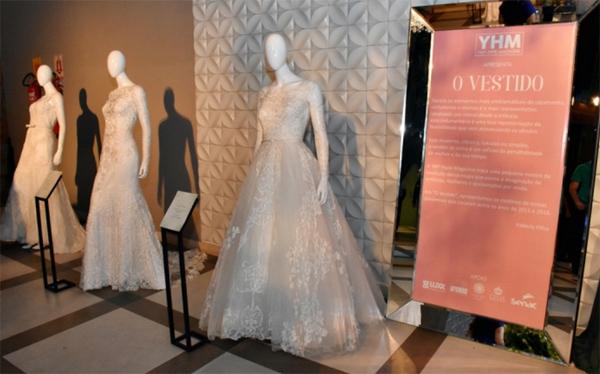 No rol de entrada da Casar Bem Teresina, exposição de vestidos de noivas que marcaram recentemente a cena social do Piauí (Foto/Reprodução: Tácio Baptista)
