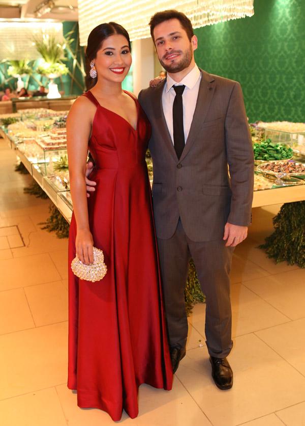 Prêmio Celebridade Web, Thaynara OG - na foto, em recente acontecimento social, ao lado do namorado Roni Rigoni (Foto: Marcus Studio)