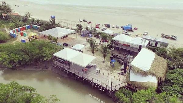 Panorama do recanto paradisíaco da Toca do Trovão, em meio à praia do Araçagi, que esta recebendo uma turbinada na estrutura especialmente para a festa de réveillon 2017 (Foto/Reprodução: Instagram)